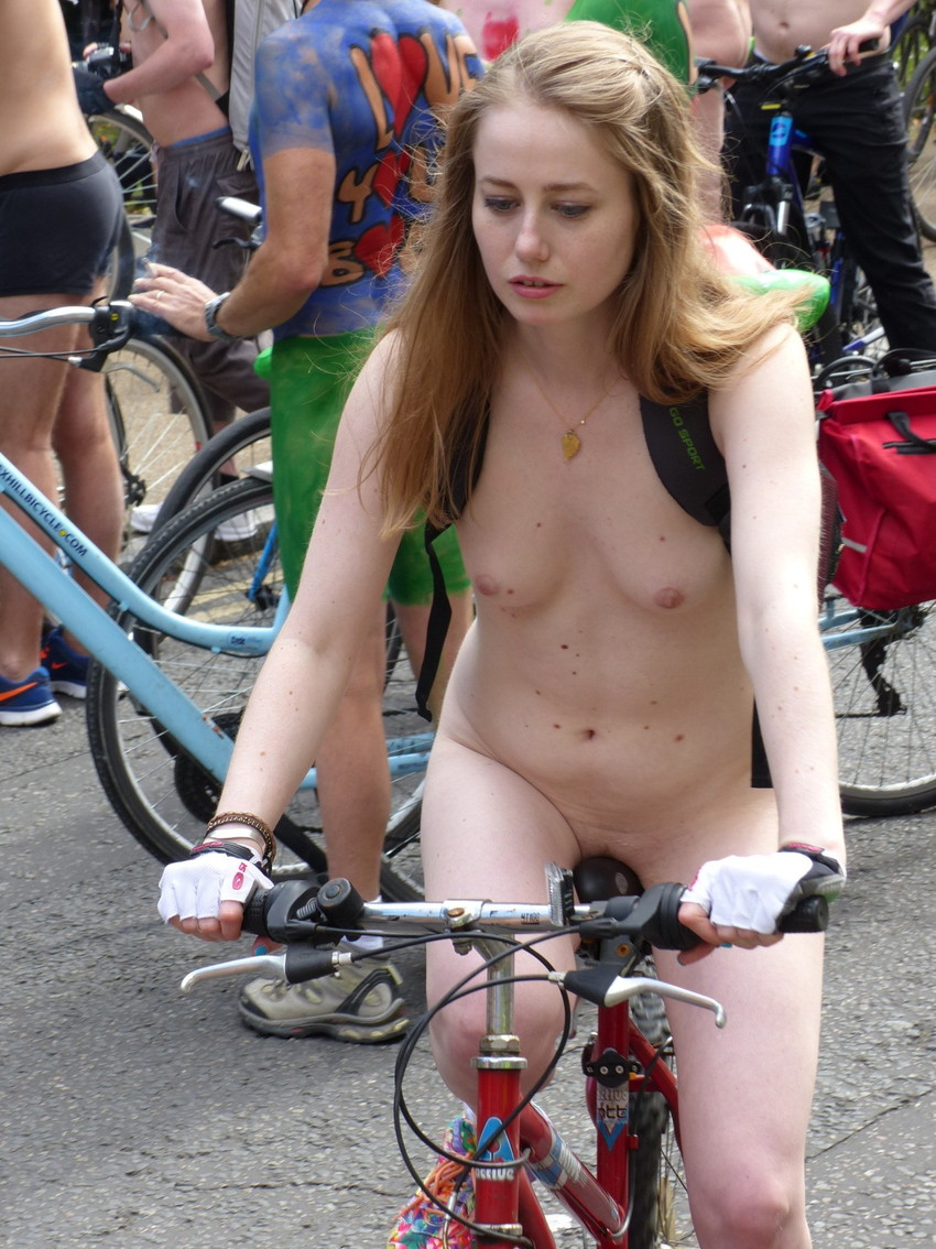 【海外裸祭りエロ画像】レベルが高すぎる!海外の祭りやイベントで全裸を晒す女達! 19