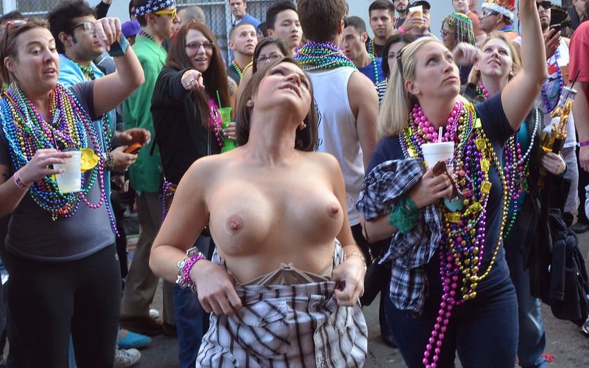 【海外裸祭りエロ画像】レベルが高すぎる!海外の祭りやイベントで全裸を晒す女達! 20