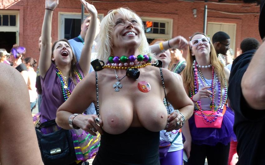 【海外裸祭りエロ画像】レベルが高すぎる!海外の祭りやイベントで全裸を晒す女達! 21