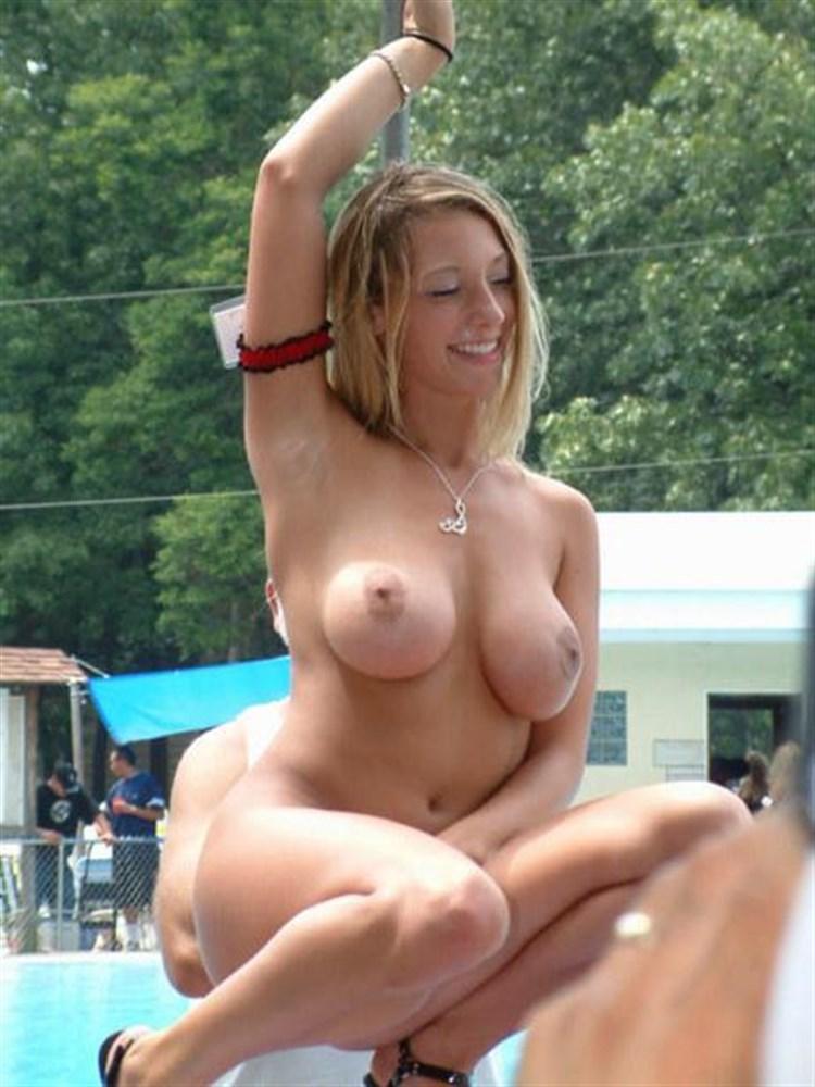 【海外裸祭りエロ画像】レベルが高すぎる!海外の祭りやイベントで全裸を晒す女達! 44