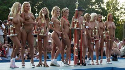 【海外裸祭りエロ画像】レベルが高すぎる!海外の祭りやイベントで全裸を晒す女達! 29
