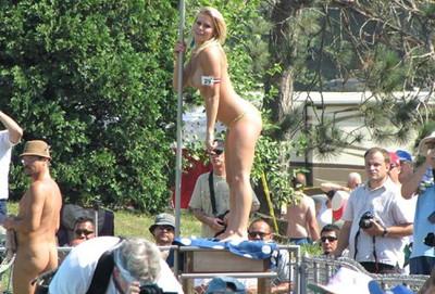 【海外裸祭りエロ画像】レベルが高すぎる!海外の祭りやイベントで全裸を晒す女達! 46