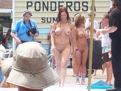 【海外裸祭りエロ画像】レベルが高すぎる!海外の祭りやイベントで全裸を晒す女達! 49
