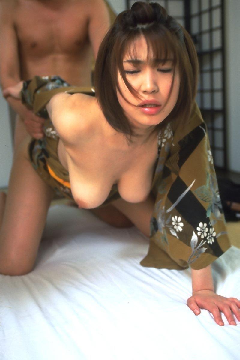 【和服エロ画像】日本人で良かった!和服でセックスする女の子たちの卑猥さに感動の涙ww