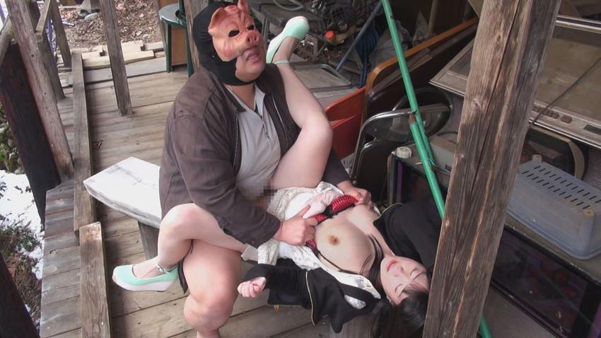 【青姦エロ画像】開放感たっぷり!野外でセックスする開放的なカップルたち! 19