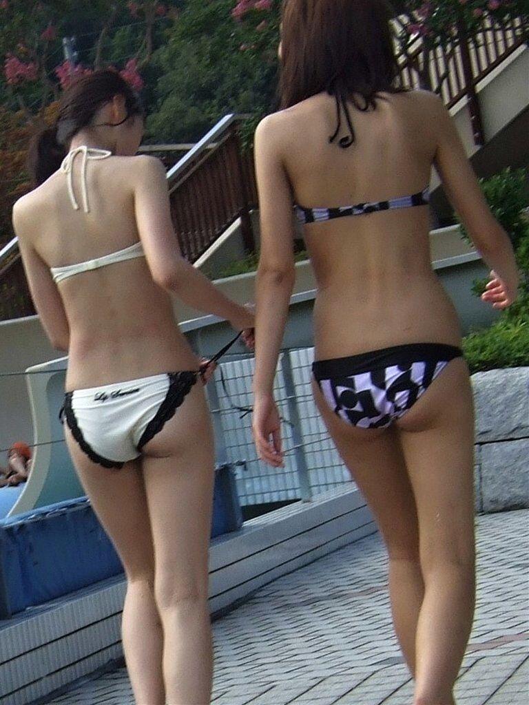 【素人水着エロ画像】ビーチやプールではしゃぐ水着姿の素人娘たち! 06