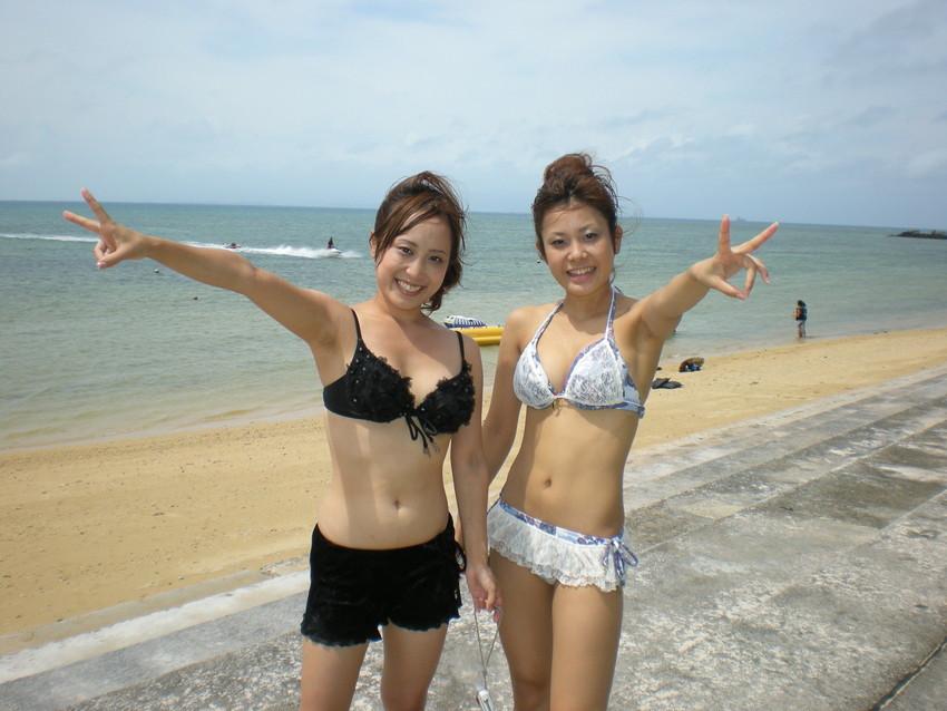 【素人水着エロ画像】ビーチやプールではしゃぐ水着姿の素人娘たち! 13