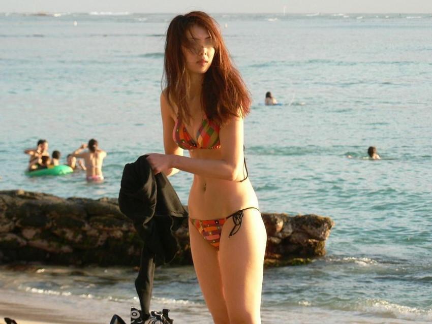 【素人水着エロ画像】ビーチやプールではしゃぐ水着姿の素人娘たち! 24