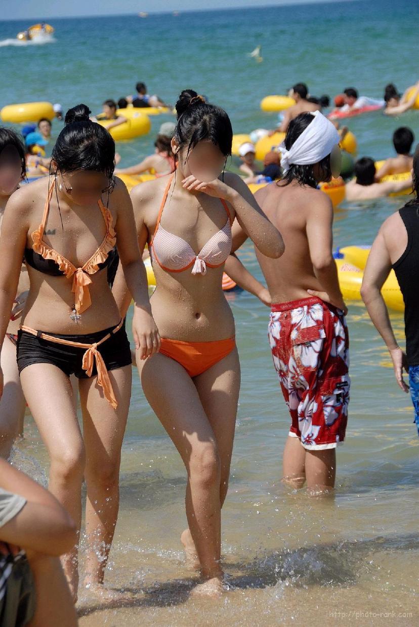【素人水着エロ画像】ビーチやプールではしゃぐ水着姿の素人娘たち! 30