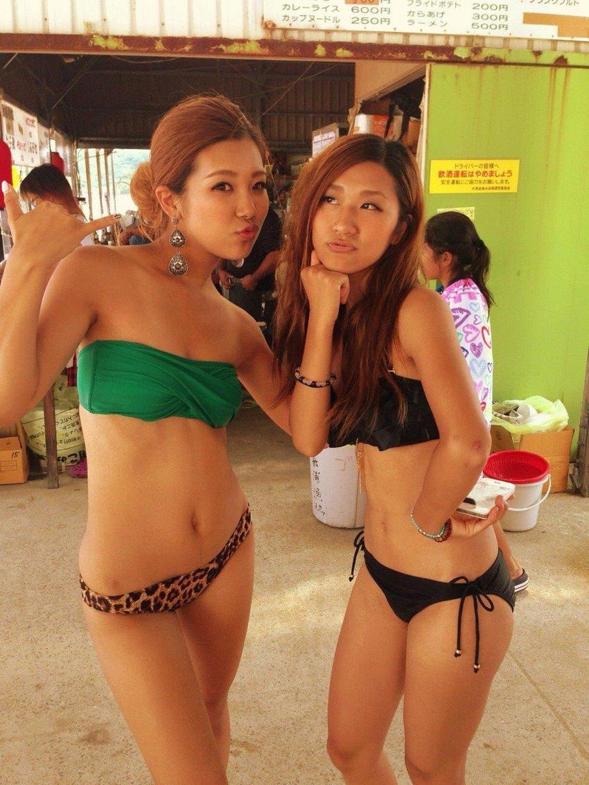 【素人水着エロ画像】ビーチやプールではしゃぐ水着姿の素人娘たち! 38