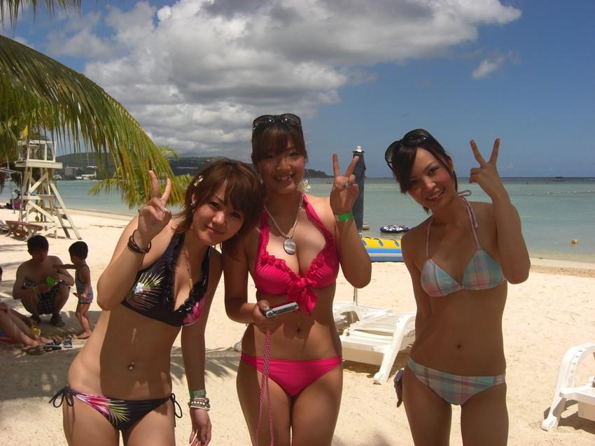 【素人水着エロ画像】ビーチやプールではしゃぐ水着姿の素人娘たち! 40