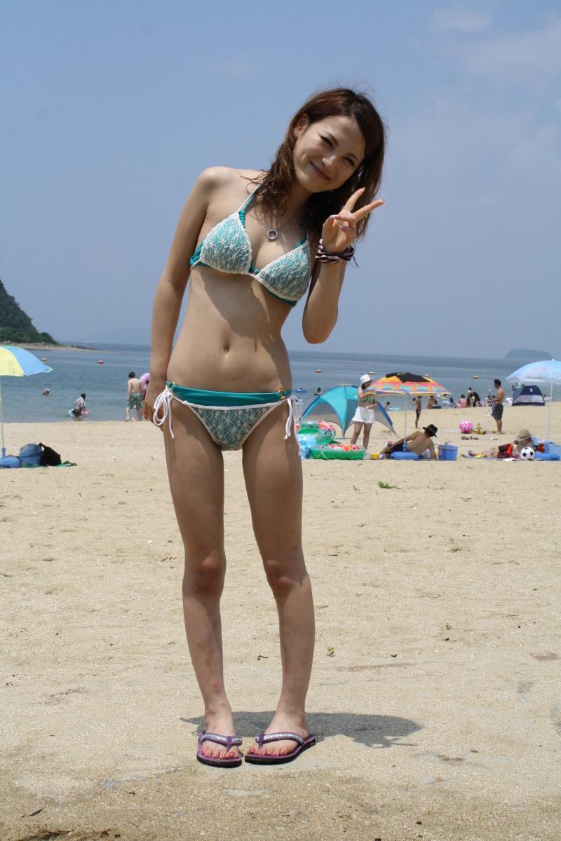 【素人水着エロ画像】ビーチやプールではしゃぐ水着姿の素人娘たち! 43