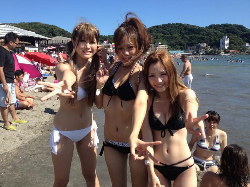 【素人水着エロ画像】ビーチやプールではしゃぐ水着姿の素人娘たち! 48