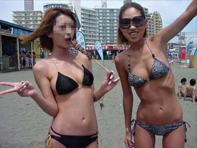 【素人水着エロ画像】ビーチやプールではしゃぐ水着姿の素人娘たち! 25