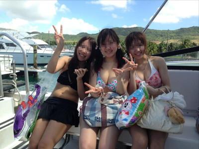 【素人水着エロ画像】ビーチやプールではしゃぐ水着姿の素人娘たち! 26