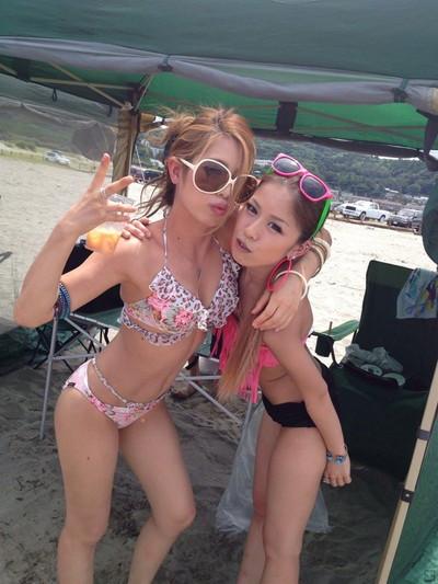 【素人水着エロ画像】ビーチやプールではしゃぐ水着姿の素人娘たち! 37