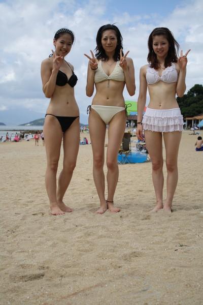 【素人水着エロ画像】ビーチやプールではしゃぐ水着姿の素人娘たち! 44