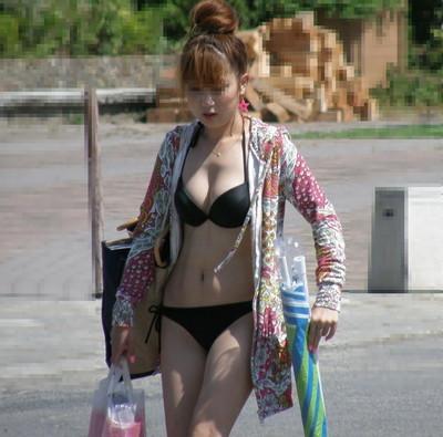 【素人水着エロ画像】ビーチやプールではしゃぐ水着姿の素人娘たち! 49