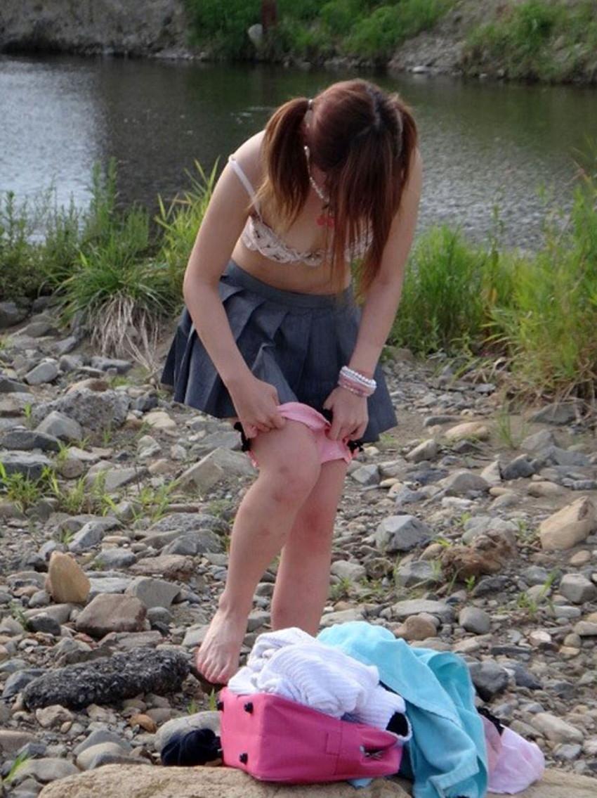 【着替え盗撮エロ画像】まさかカメラがあったなんて!?着替え中を盗撮された素人娘! 36