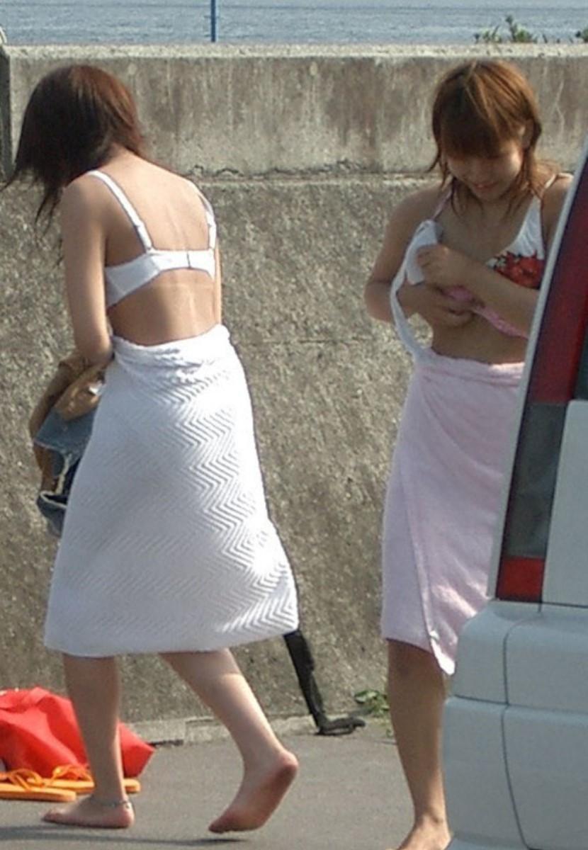 【着替え盗撮エロ画像】まさかカメラがあったなんて!?着替え中を盗撮された素人娘! 39