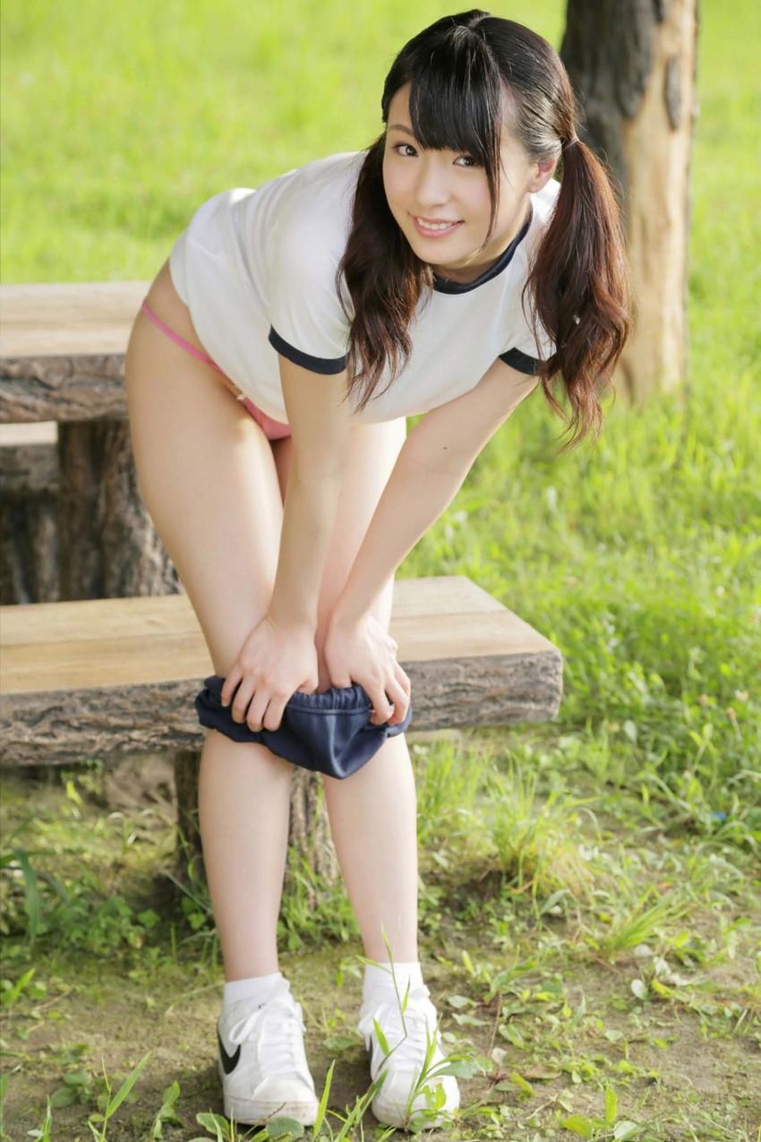 【体操服エロ画像】体操服+ブルマのコスプレした女子のエロ画像がめっちゃシコッ! 08