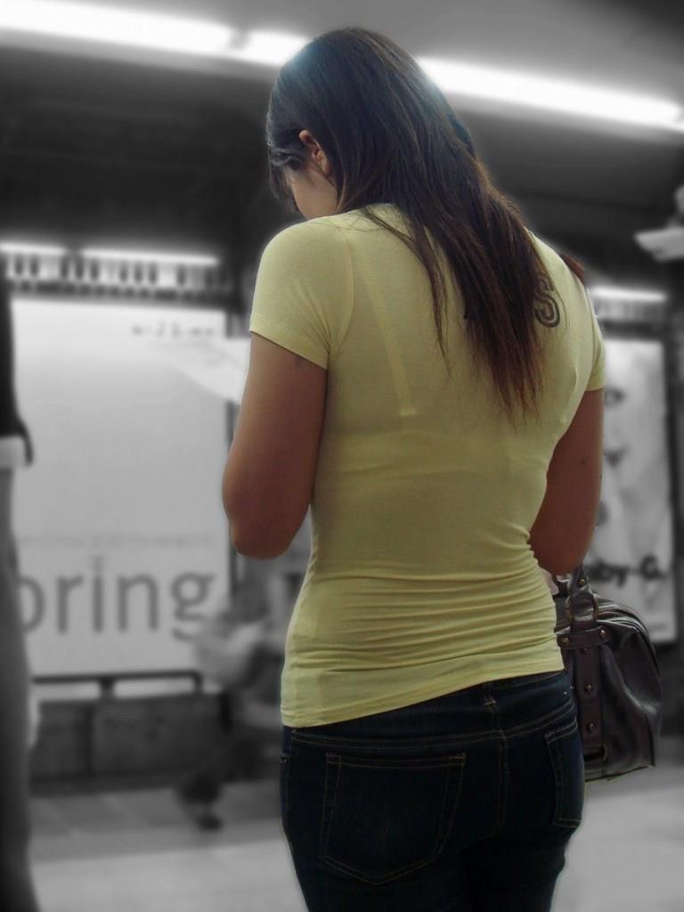 【素人着衣透けエロ画像】見せるつもりのない着衣から透けた素人娘のランジェリー! 16