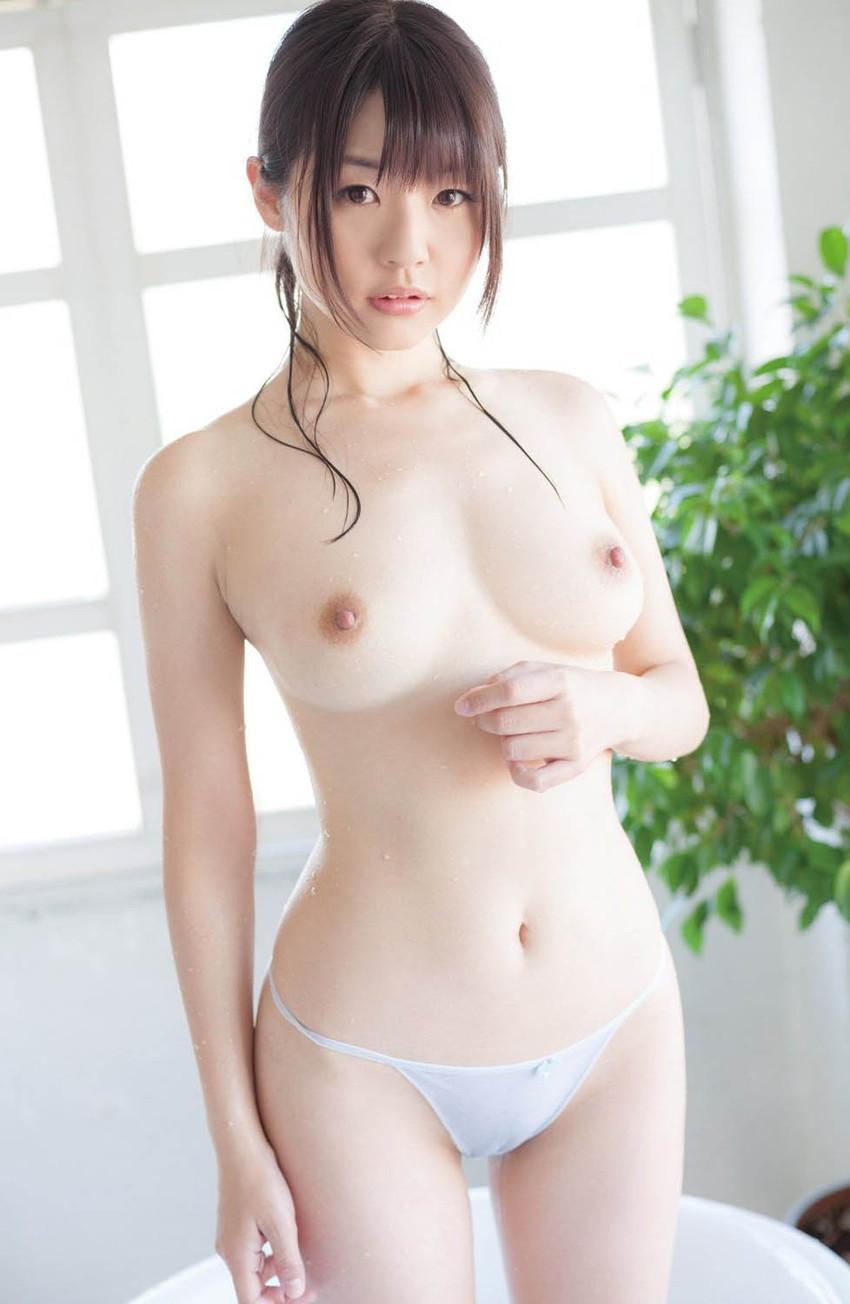 【美乳エロ画像】美しすぎるおっぱい見たいやつ!沢山いるんじゃないか? 33