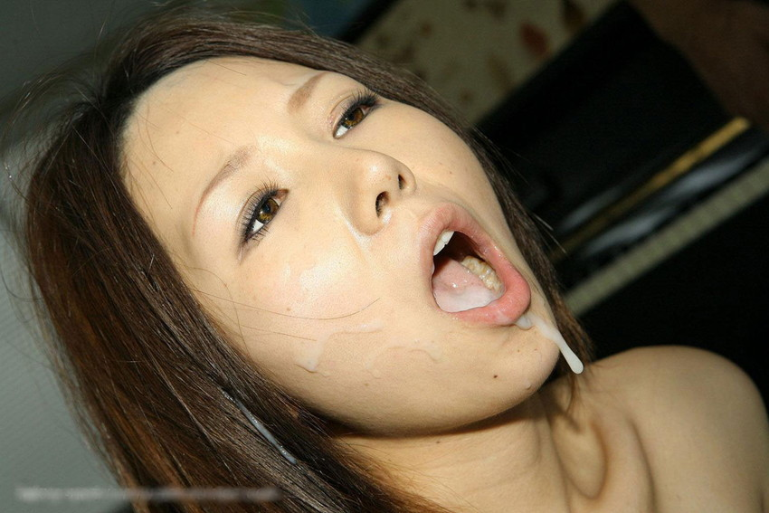 【口内発射エロ画像】女の子のかわいいお口の中にザーメン流しこんだれwww 08