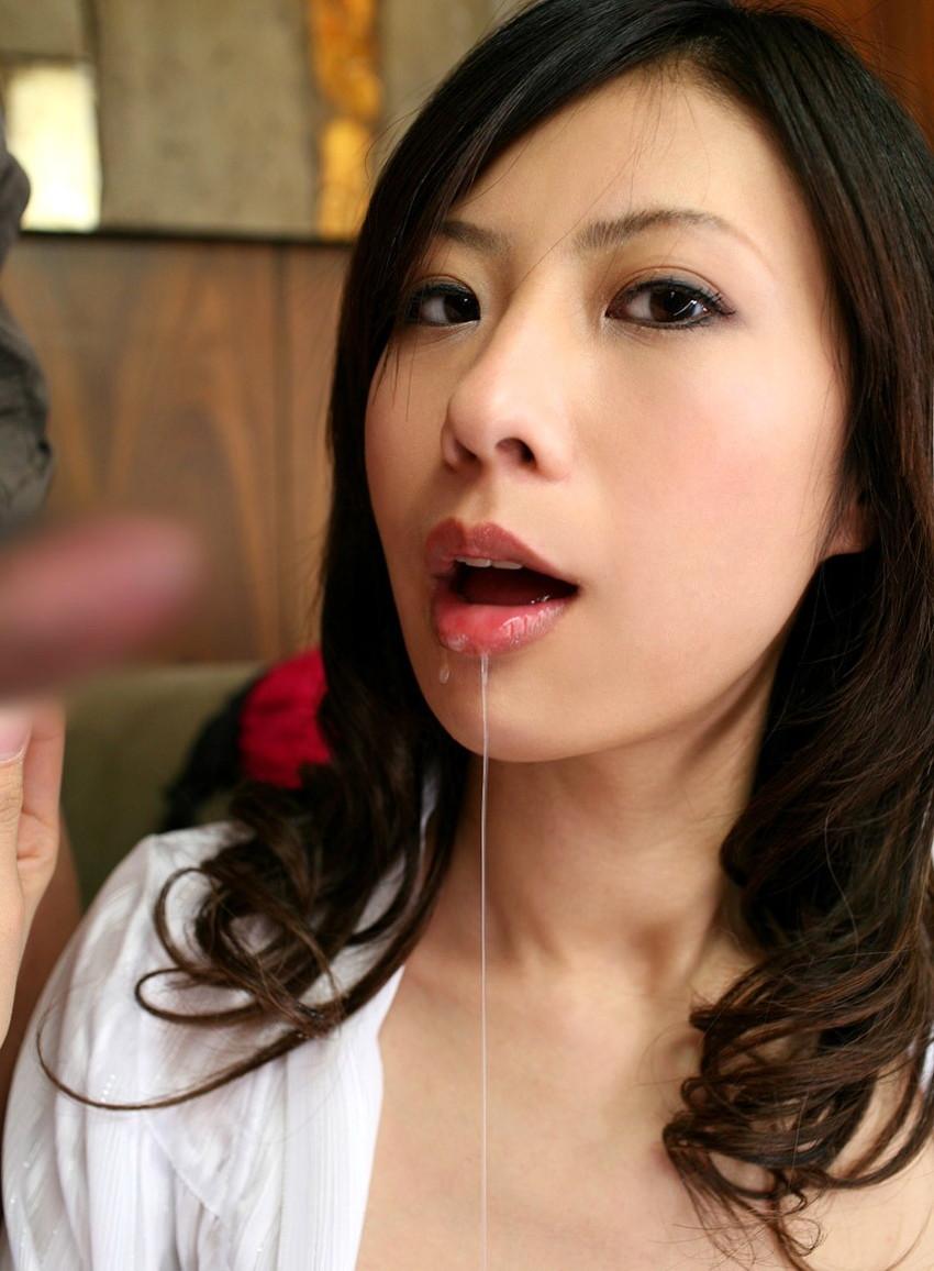 【口内発射エロ画像】女の子のかわいいお口の中にザーメン流しこんだれwww 37