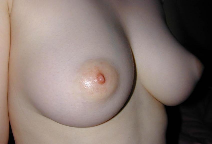 【ピンク色の乳首エロ画像】色素の薄いほんのりピンク色の美しすぎる乳首! 39
