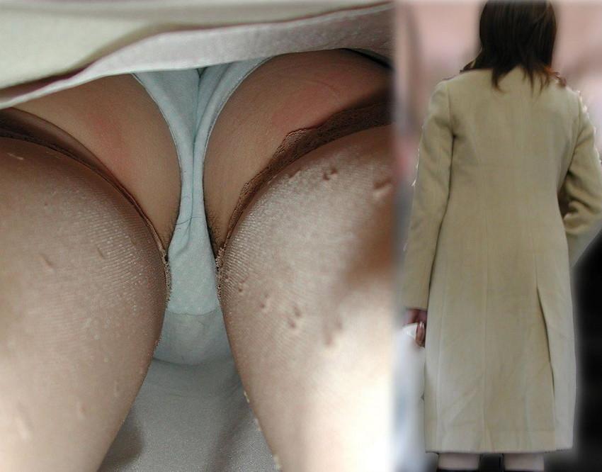 【パンチラ逆さ撮りエロ画像】スカートの中身を真下から狙った逆さ撮り! 40