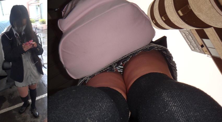 【パンチラ逆さ撮りエロ画像】スカートの中身を真下から狙った逆さ撮り! 50