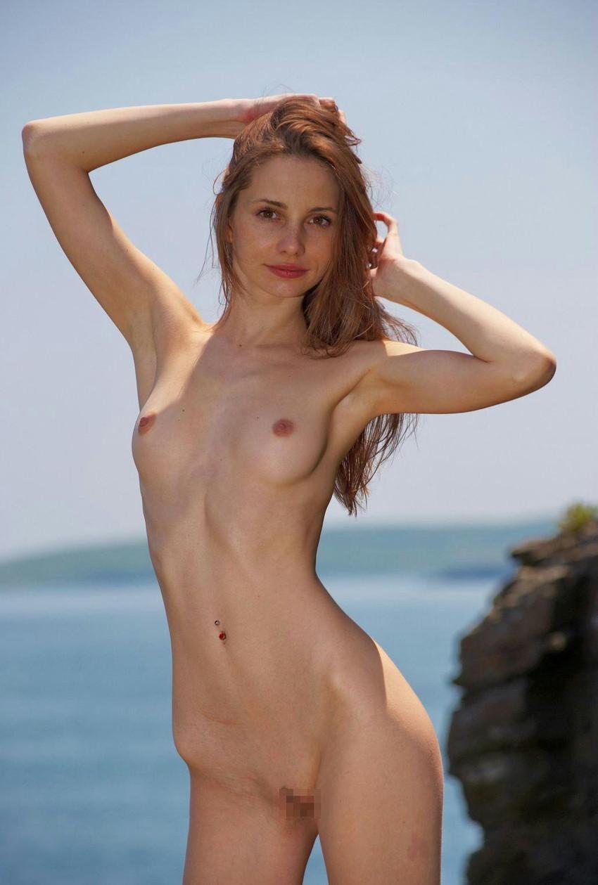 【海外ちっぱいエロ画像】巨乳じゃない海外の女の子ってのもオツなもんだろw 47