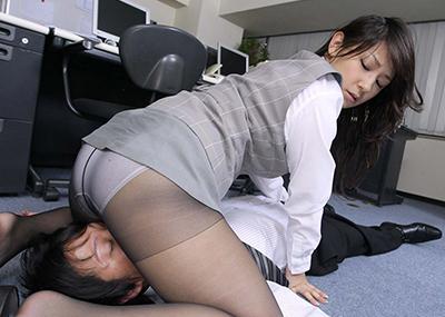 【顔面騎乗エロ画像】女の子が自らクンニをねだる行為!?顔面騎乗!