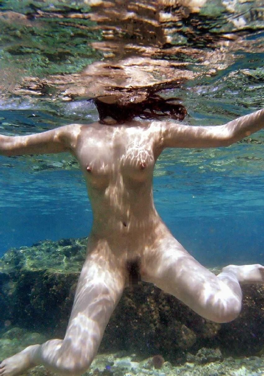 【水中エロ画像】水中カメラが収めたエロス!こんなに水中ってエロいぞ! 24