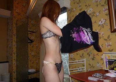 【素人下着姿エロ画像】素人娘たちの生々しい下着姿に勃起は必至!www