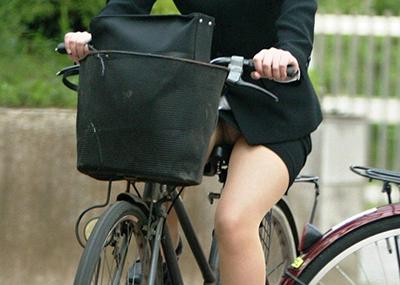 これはレ●プ不可避wwタイトスカートで自転車乗ってるOLさんがエ□過ぎて押し倒したいww(画像15枚)