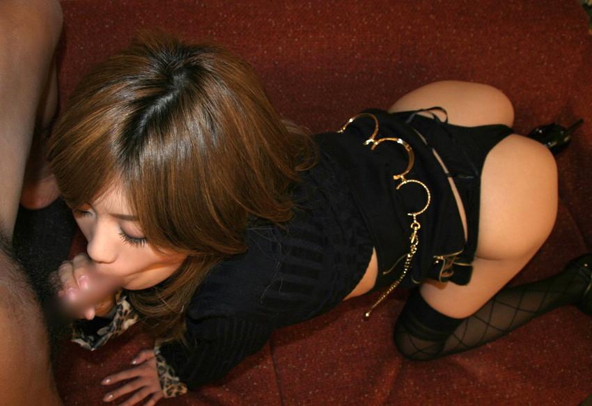 【フェラチオエロ画像】男の象徴、男性器を愛おしそうに舐める女たち! 31