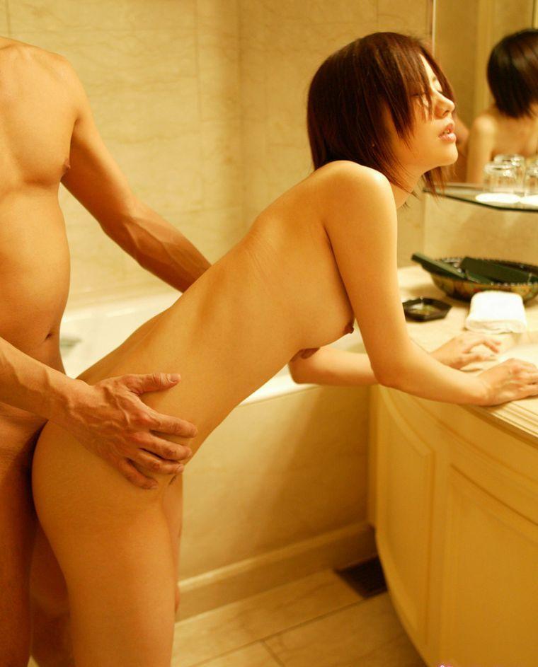 【立ちバックエロ画像】青姦でお馴染みのセックスの体位といえば立ちバック! 36