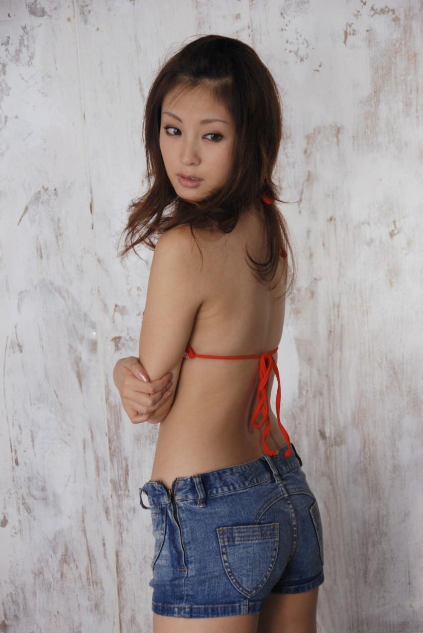 【ホットパンツエロ画像】ムッチリ太ももが視線を引き付けるホットパンツ! 06