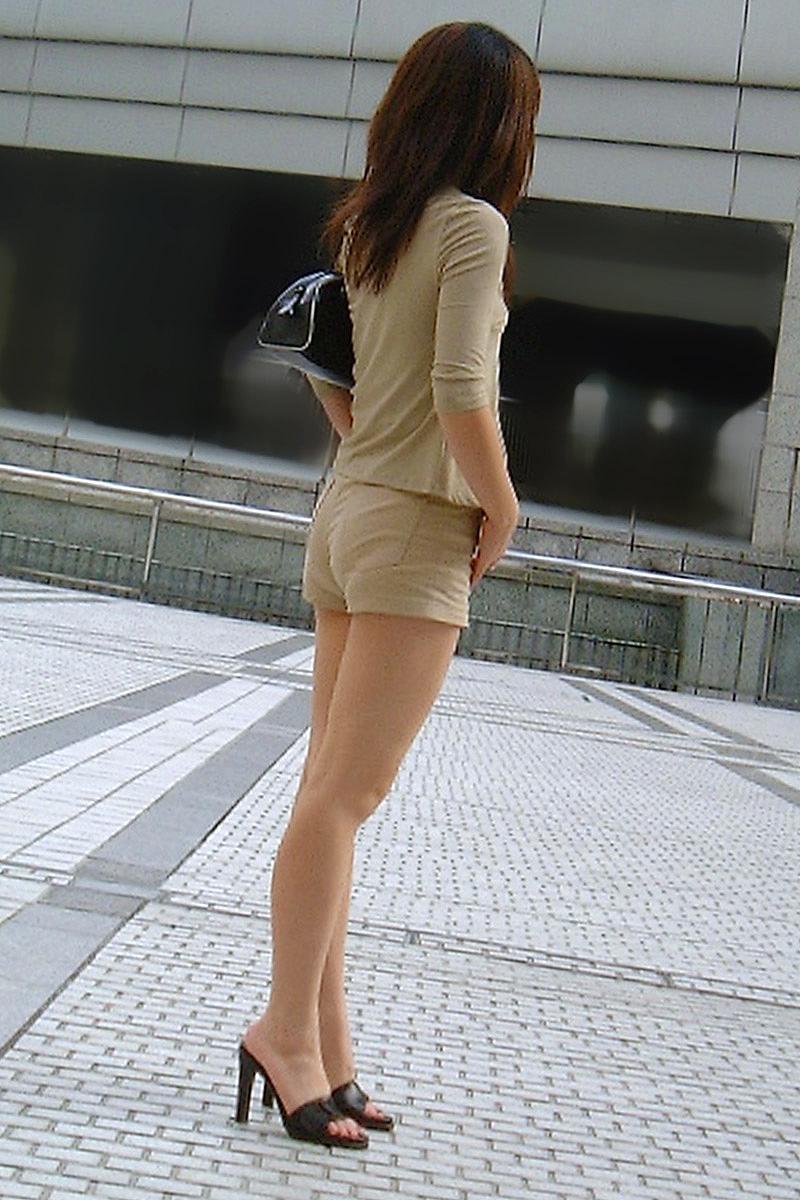 【ホットパンツエロ画像】ムッチリ太ももが視線を引き付けるホットパンツ! 26