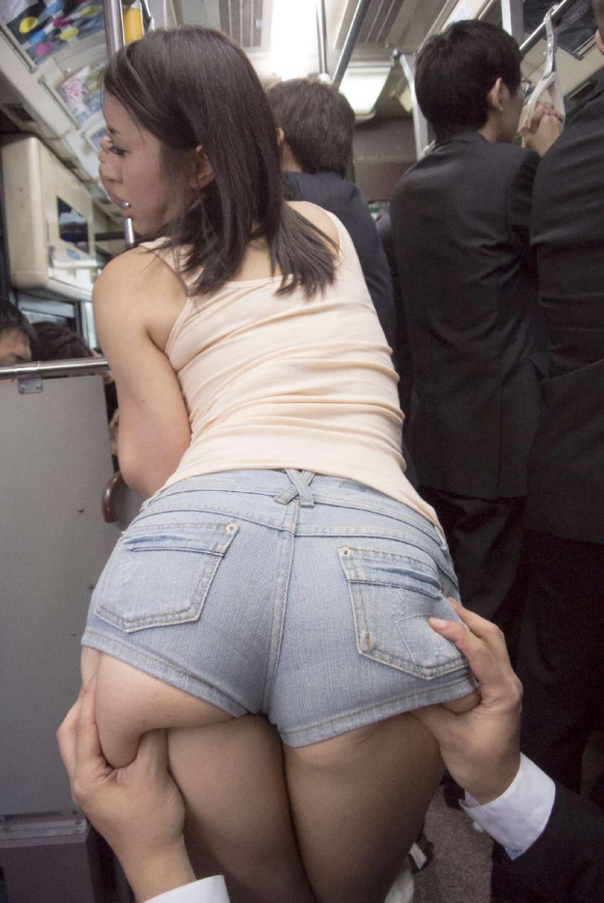 【ホットパンツエロ画像】ムッチリ太ももが視線を引き付けるホットパンツ! 27