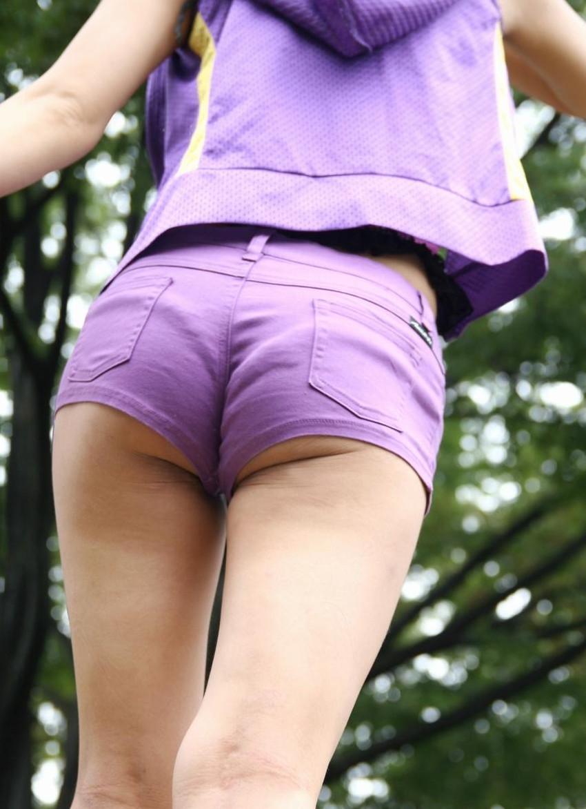 【ホットパンツエロ画像】ムッチリ太ももが視線を引き付けるホットパンツ! 53