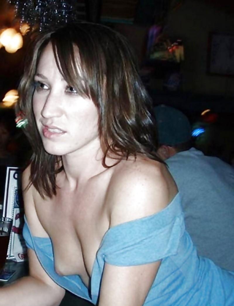 【海外胸チラエロ画像】海外女性ってどうしてブラしないの?異文化万歳w 08