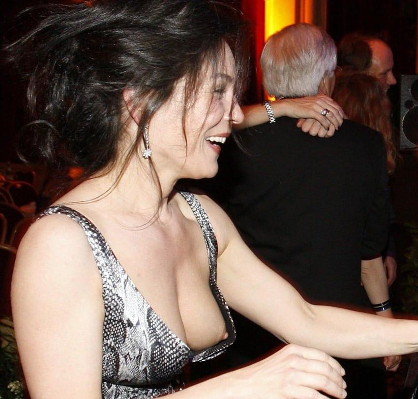 【海外胸チラエロ画像】海外女性ってどうしてブラしないの?異文化万歳w 14