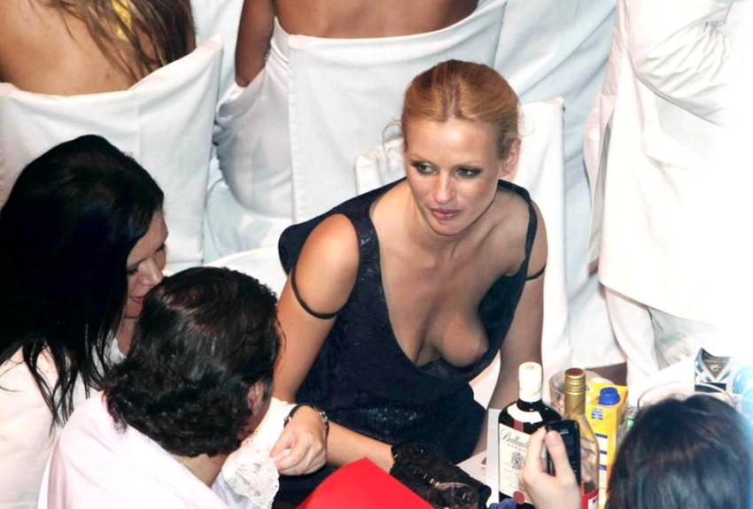 【海外胸チラエロ画像】海外女性ってどうしてブラしないの?異文化万歳w 35