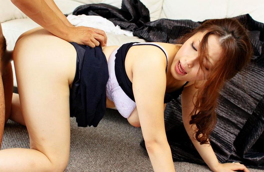 【着衣セックスエロ画像】着衣を残したままの着衣セックスもオツなものだ! 22