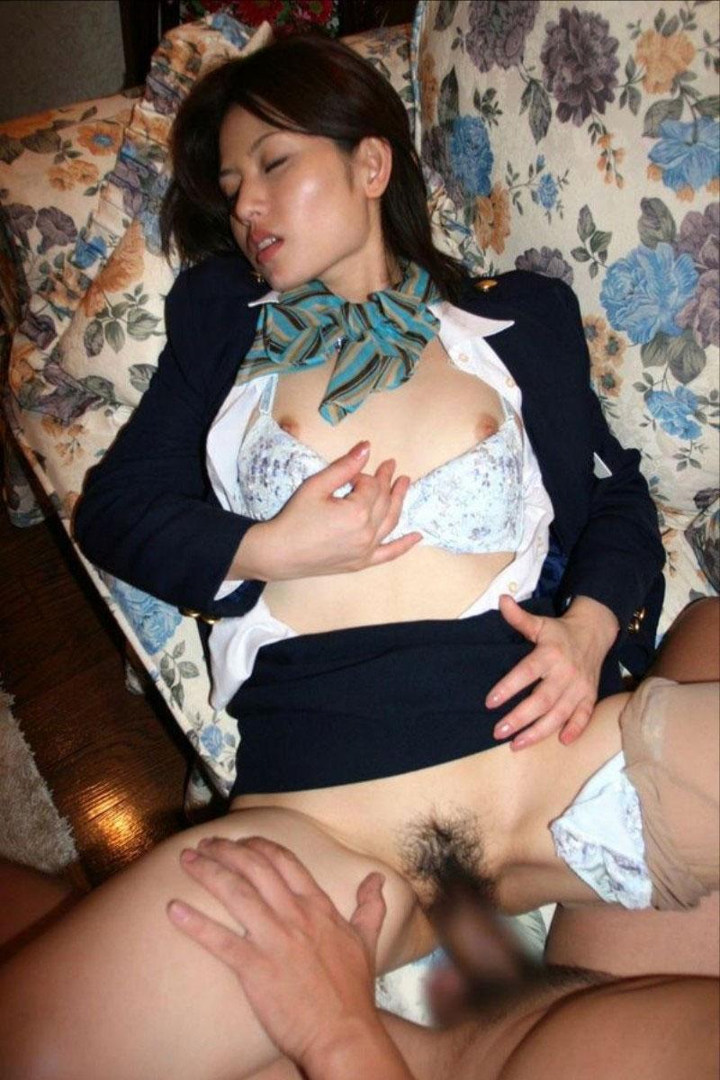 【着衣セックスエロ画像】着衣を残したままの着衣セックスもオツなものだ! 30