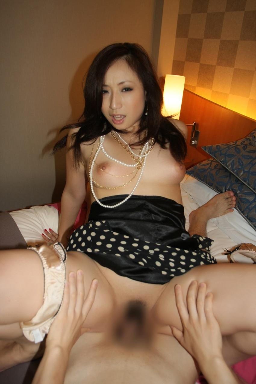 【着衣セックスエロ画像】着衣を残したままの着衣セックスもオツなものだ! 49