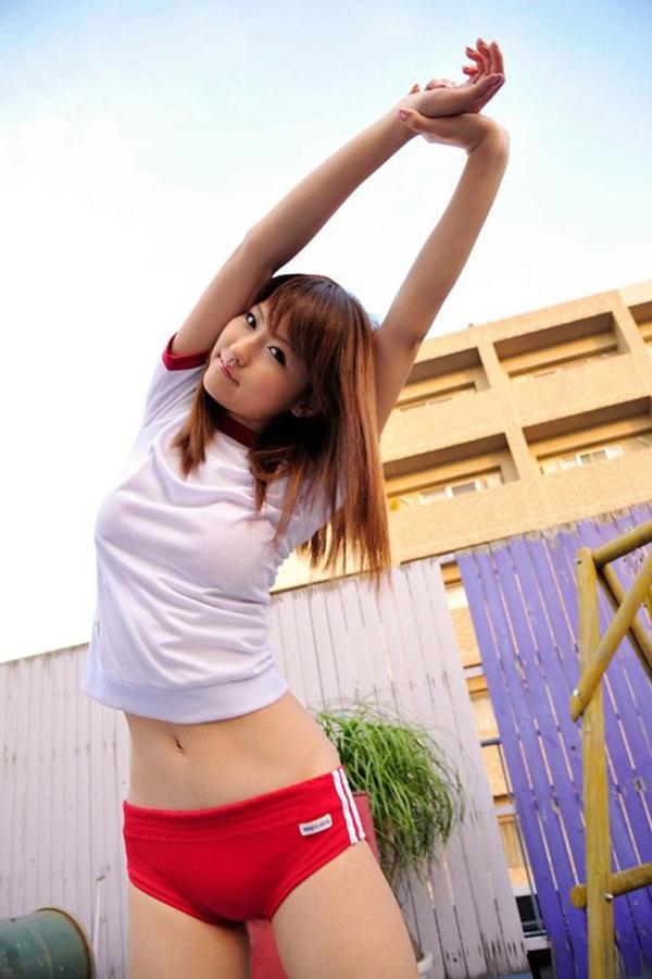 【体操服エロ画像】体操服コスプレ!学生時代の体育の授業がなつかしい女子の体操服! 34